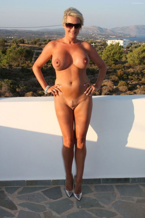 Cougar 50 ans elle pose nue